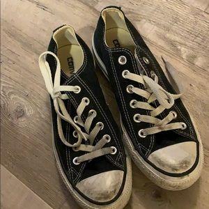 Low top black converse